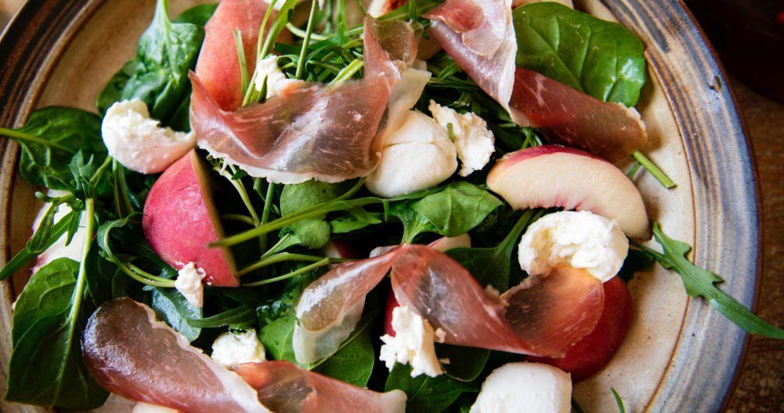 Salat med skinke og mozarella
